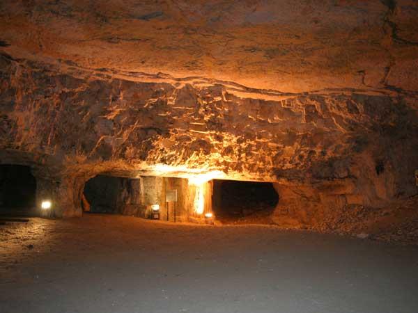 סיור במערת צדקיהו